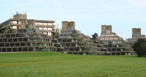 6.1.21:  Inquietudini inglesi: Stirling, Lasdun