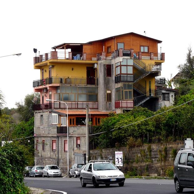 La casa mediterranea di ninni gravagna voto n c for Moderni piani di casa mediterranea