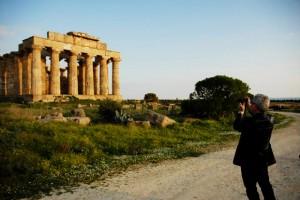 Architects meet in Selinunte_Libeskind fotgrafa il tempio di Hera_Parco Archeologico Selinunte