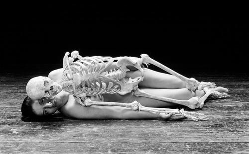 Marina Abramovic, Nude with Skeleton