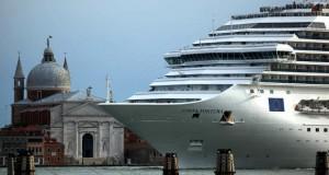 Questioni veneziane: navi e turisti – di Alessandra Muntoni