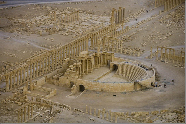 the-roman-theatre-in-palmyra-syria