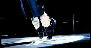 Cornicioni e calzini bianchi – di Luca Capacci