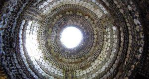 Dialetti Architettonici (pillole): La misteriosa grotta di conchiglie – di Carlo Gibiino