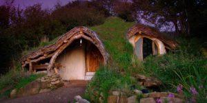 Dialetti Architettonici: Una casa nel bosco a basso impatto ambientale in Galles – di Carlo Gibiino
